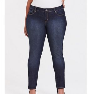 Torrid 14 Medium Wash Curvy Skinny Jeans